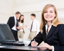 Dámy, v práci vás mohou brát vážně i s mladistvým vzhledem – jak na to?